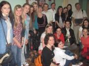 Les stagiaires de l'Institut universitaire de formation des maîtres avec le responsable du stage M. Demonfaucon, les professeurs de la chaire française et les étudiantes de l'Institut des langues étrangères