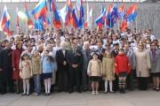 L'administration de l'Université, les étudiants des facultés avec les anciens combattants de la guerre à la Colline Mamaev