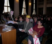 Н. И. Тихоненков в короне приза симпатий