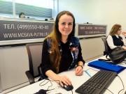 Студентка-волонтер из ВГСПУ помогает принимать звонки на Прямую линию Президента