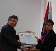 Символическая передача сертификата на реализацию проекта