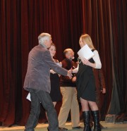 Г.Н. Гордеев вручает дипломы победителям