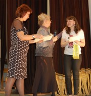 Награждение победительницы — М. Богомоловой