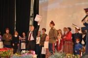Ректор Н.К. Сергеев поздравляет ансамбль