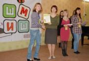 С.Б. Спиридонова вручает благодарственные письма