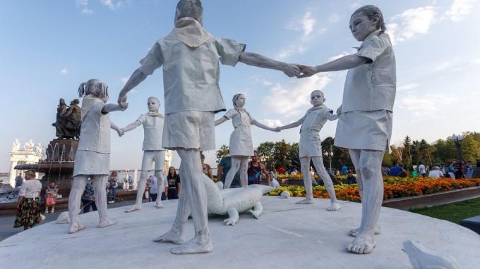 Гран-при - живая скульптура «Фонтан «Детский хоровод» («Волгоградский ОСРЦ для несовершеннолетних», г. Волгоград)