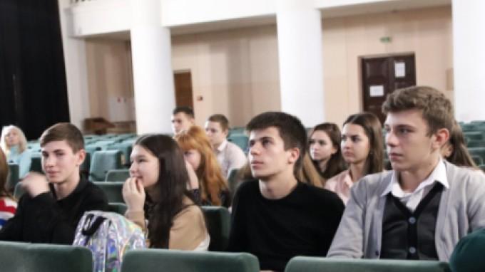 Старшеклассники 101 школы Волгограда познакомились с ВГСПУ