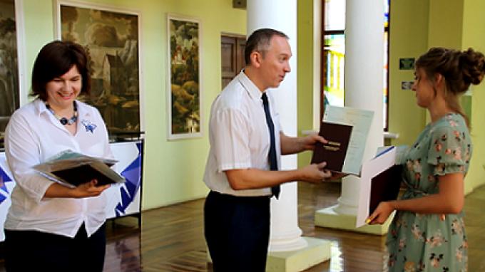 Выпускники ВГСПУ получают сразу несколько дипломов