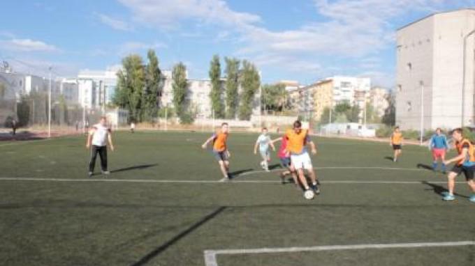 Первокурсники ВГСПУ сыграли в футбол со своими педагогами